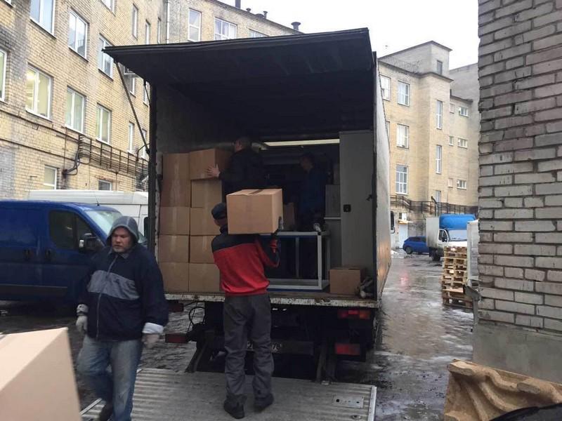 Переезд офиса с грузчиками в СПб недорого